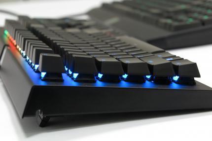 Review bàn phím Razer Blackwidow X Chroma